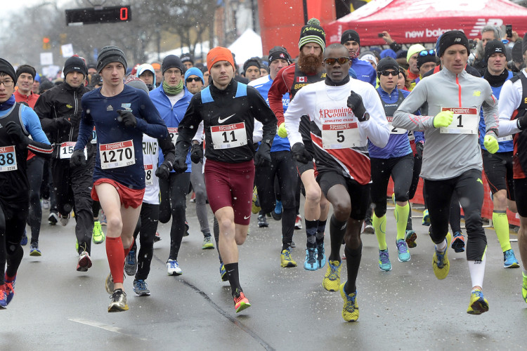 Hamilton. Ontario, Sunday, March 1,2015 - Around 3000 runners toed the line in Burlington for the 19th running of the Chilly Half Marathon and Frosty 5k. Elite runners lead the field as the gun goes. Photo by: Barry Gray, The Hamilton Spectator. For story by: standup